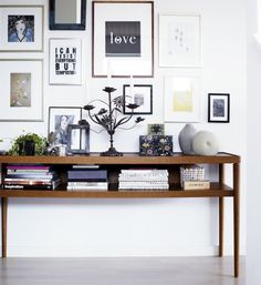 Minimalist and contemporary, Scandinavian style is very clean, modern, and above all functional. Check out our 5 ways to decorate in Scandinavian style! Inspiration Wand, Home Decor Inspiration, Console Ikea, Console Table, Sweet Home, Blog Deco, Deco Design, Scandinavian Style, Scandinavian Interiors