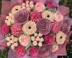 24 floral cupcake bouquet consisting hand-piped roses, tulips, chrysanthemums and hydrangeas Buttercream Flowers, Buttercream Cake, Flower Boquet, Bouquet, Special Birthday, Birthday Presents, Floral Cupcakes, Halal Recipes, Madeleine