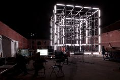 United-Visual-Artists-32-Feet-Tall-LED-Light-Cube-3.jpg (648×432)