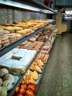 """Panadería Tampico en la Ciudad de México (or, in my own words: """"Heaven's Bakery"""") :-D"""