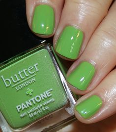 The butter LONDON + Pantone Color Of The Year 2017 collection arrived at VVHQ just after Pantone announced that Greenery was the color of Nail Polish Style, Color Of The Year 2017, Beautiful Nail Polish, Video Pink, Vegan Makeup, Glitter Nail Art, Butter London, Nail Trends, Pantone Color