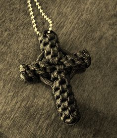 http://www.paracordist.com The one and only paracord cross I ever made was a @Stormdrane design. Here's his Paracord Crown Sinnet Circle Cross...