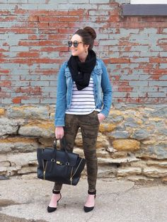 Camo Pants with jean jacket over a striped shirt and infinity scarf paired with heels Camo Skinny Jeans, Camo Pants, Camouflage Pants, Jean Outfits, Fall Outfits, Casual Outfits, Swag Style, My Style, Hipster Girls
