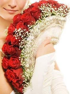 Red Roses and Baby Breath Fan Wedding Bouquet. Lovely and different. Bouquet Bride, Wedding Bouquets, Rose Bouquet, Wedding Fans, Red Wedding, Wedding Dress, Wedding Unique, Wedding Dinner, Wedding Bride