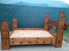 Carved bed SCA CAMPING BED
