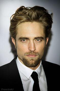 Divine Corner - Robert Pattinson em momento inspirador.
