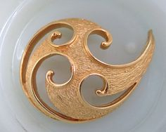 Vintage Abstract Brooch Modernist Swirl Gold by SpectrumVintage