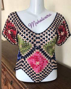 Photo shared by Mah Oliveira on November 2019 tagging Crochet Bolero Pattern, Granny Square Crochet Pattern, Crochet Squares, Crochet Tank Tops, Crochet Cardigan, Crochet Shrugs, Crochet Sweaters, Crochet Fabric, Crochet Lace