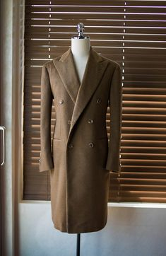 Dapper Suits, Mens Suits, Suit Fashion, Mens Fashion, Mens Overcoat, Mode Mantel, Trench Coat Men, Mens Winter Coat, Sophisticated Dress