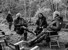 Highlanders from Clan MacKenzie take 5 in this behind-the-scenes shot from Outlander @TheMattBRoberts Photo credit: Matt B Roberts