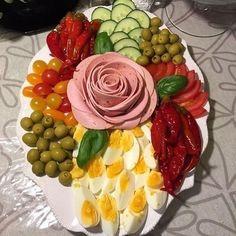 - Оформление и нарезка блюд - Party Food Buffet, Charcuterie Recipes, Creative Food Art, Food Carving, Snacks To Make, Romanian Food, Food Garnishes, Veggie Tray, Food Displays