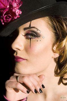 Ring Master by La Tee Da Photography, great makeup Halloween Makeup Clown, Mime Makeup, Halloween Kostüm, Costume Makeup, Halloween Costumes, Eyeliner Makeup, Steampunk Circus, Ringmaster Costume, Dark Circus
