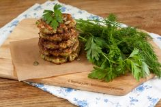 Изумительные котлетки из кабачка, отлично дополняют овощной салат. | vegelicacy.com
