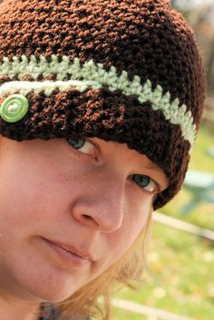 Free crochet pattern to make this buttom down hat