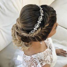 Discover penteadossonialopes's Instagram Uma ótima quinta-feira ❤️  #PenteadosSoniaLopes ✨  .  .  .  #sonialopes #cabelo #penteado  #noiva #noivas #casamento #hair #hairstyle #weddinghair #wedding #inspiration #instabeauty #beauty #penteados #novia #tranças #inspiração  #tutorial #tutorialhair  #lovehair #videohair  #curl #curls #trança #cabeleireiros #peinado 1628930399618234847_1188035779