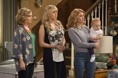 Netflix released the first images from the set of its original series 'Fuller House' on Thursday, Jan. featuring familiar faces like Candace Cameron Bure, Jodie Sweetin and Andrea Barber — see the photos Candace Cameron Bure, Candice Cameron, Fuller House Season 1, Fuller House Cast, Full House, Andrea Barber, Films Netflix, Olsen Twins, 90s Fashion