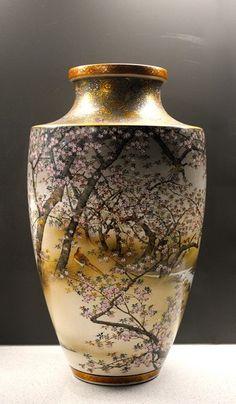 Large decorative Japanese Satsuma Vase by Kinkozan