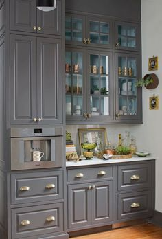 11 Genius Small Kitchen Ideas With Sky-High Cabinets Black Kitchen Cabinets cabinets Genius ideas kitchen SkyHigh Small Black Kitchen Cabinets, Custom Kitchen Cabinets, Kitchen Cabinet Design, Interior Design Kitchen, Wall Cabinets, Red Kitchen, Gray Cabinets, Kitchen Counters, Kitchen Cupboard