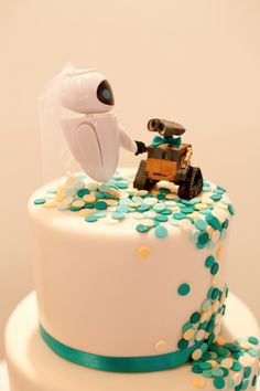 Eva and Wall-E wedding cake topper