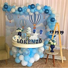 If your pregnant is 38 weeks or up, you must prepare your baby born. You must be a prepared baby shower. Baby shower themes for boy can be quite different than those for a baby girl. Idee Baby Shower, Cute Baby Shower Ideas, Baby Shower Decorations For Boys, Boy Baby Shower Themes, Baby Shower Balloons, Baby Shower Centerpieces, Birthday Balloons, Baby Shower Parties, Baby Boy Shower