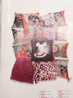 gosto destas almofadas, mas acho que ja ficaria too busy na sala com a poltrona e os banquinhos coloridos...acho que as almofadas para o sofa (muitas!) poderiam ser no cinza cor do sofa com alguma textura bonita mas bem fraca, intercalando com almofadas lisas purple.