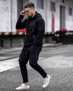 Tag you Valentine 😍 ➖➖➖➖➖➖ My persona Modern Fashion, Mens Fashion, Isle Of Man, Pocket Detail, Industrial Style, Black Hoodie, Gq, Winter Jackets, Sporty
