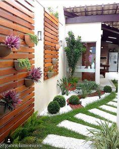 Side yard decor and design idea 25 litledress design in 2019 backyard lands Vertical Gardens, Small Gardens, Outdoor Gardens, Indoor Garden, Herb Garden, Backyard Patio, Backyard Landscaping, Landscaping Ideas, Corner Landscaping