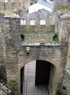Ponferrada castle -  front entrance, inside