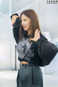 Uhm Jung Hwa, Kpop, Sisters, Women, Fashion, Law And Order, Moda, Fashion Styles, Fashion Illustrations