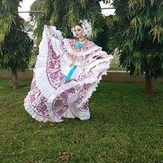 Mostrando un poco más de esta bella #pollerapanameña de #gala cuanto color, movimiento y lujo puede haber en esta hermosa pollera surcida y tejida 🌟 #panama #polleradegala #panameña #latina #latinablogger #instablogger