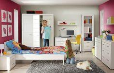 Dětský nábytek z programu Snow, laminovaná dřevotřísková deska, dodáván demontovaný, ceny: psací stůl 3 635 Kč, postel, 2 396 Kč, šatní skříň 9 255 Kč, www.okay.cz