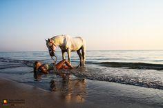 Fotoshooting - Beach, woman, horses. Fotografie und Webdesign von Peter Hofstetter, Schürmattstrasse 19, 6331 Hünenberg.  Link to more here: http://www.peterhofstetter.com/fotoshooting-djerba-tunesien.html