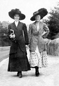 Polly & Doris McTeigue 1910 by Edwardian Dress, Edwardian Era, Edwardian Fashion, Victorian, Historical Costume, Historical Clothing, Historical Photos, Belle Epoque, Vintage Photographs