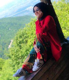 Tuğçe BAYIROĞLU - Photography, Landscape photography, Photography tips Hijabi Girl, Girl Hijab, Hijab Outfit, Modest Fashion Hijab, Hijab Chic, Fashion Dresses, Fashion Model Poses, Fashion Models, Photography Poses