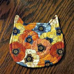 Fabric Crafts, Sewing Crafts, Baby Snakes, Cat Coasters, Fabric Coasters, Mug Rug Patterns, Quilt Patterns, Diy Holiday Gifts, Small Sewing Projects