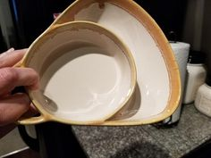 Set of 2 Stoneware Soup Bowls with Cracker Holder lets you stop juggling plates to keep food separated. Each heavy-duty stoneware dish has 2 sections for convenience. Dining Area, Kitchen Dining, Paris Country, Soup Bowl Set, Soup And Sandwich, Pottery Studio, Style Ideas, Farmhouse Style, Dinnerware