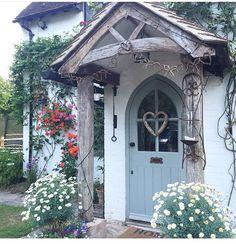 Home Decored Rustic Farmhouse Front Porches 38 Best Ideas Cottage Front Doors, Front Door Porch, Cottage Porch, Cottage Homes, Cottage Curtains, Style Cottage, Cottage Design, Farmhouse Front Porches, Rustic Farmhouse