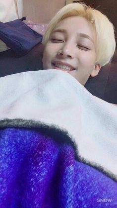 If anyone was wondering what picture seokmin was talkin about, the one he uploaded on his fancafe of jeonghan sleeping, here it it :D Woozi, Wonwoo, Seungkwan, Jeonghan Seventeen, Seventeen Memes, Seventeen Debut, Seventeen Scoups, Hani, Seoul