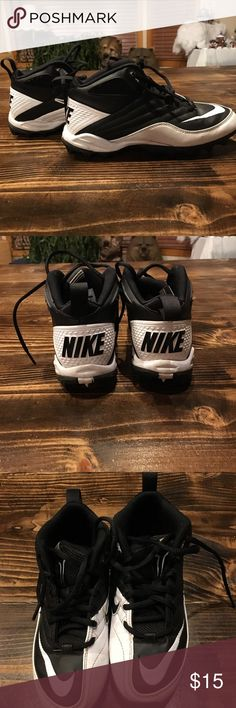 Nike football cleats Nike Football cleats. Never worn except to try on. Nike Shoes