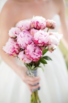 Pink #peonies...be still my heart! #bouquet | Photography: Kristen Lynne Photography - kristenlynne.com  Read More: http://www.stylemepretty.com/mid-atlantic-weddings/2014/04/30/classic-southern-wedding-at-belle-grove-plantation/
