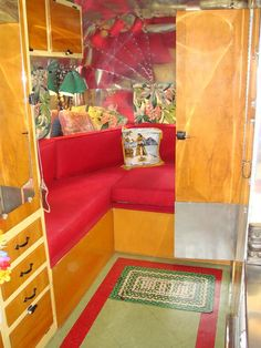 More tiki airstream. I might do my trailer like this. Vintage Campers Trailers, Retro Campers, Vintage Caravans, Classic Trailers, Camper Trailers, Airstream Interior, Trailer Interior, Glamping, Casas Trailer