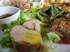 Assiette du pays landais. Foie gras, canard confit, rillettes de canard/ Duck is the king here