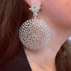 Gorgeous earrings captured by @bahrainjewellerycentre ❤️🥋 These beautiful diamond earrings are made by @saboofinejewels #goldearrings