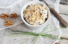 Anjas Food 4 Thought: Honeyed Goat Cheese with Dried Fruit and Walnuts Appetizer Dips, Appetizer Recipes, Snack Recipes, Snacks, Milk Recipes, Vegetarian Recipes, Heart Healthy Recipes, Dried Fruit, Goat Cheese