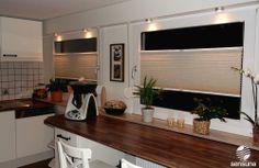 sichtschutz plissee an der balkont r in der k che. Black Bedroom Furniture Sets. Home Design Ideas