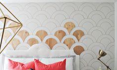 die Fischschuppen aus Holzpapier an die Wand anordnen
