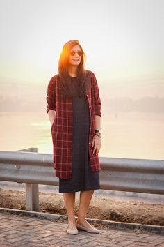 Simple Pakistani Dresses, Simple Gowns, Indian Gowns Dresses, Indian Fashion Dresses, Girls Fashion Clothes, Classy Work Outfits, Office Outfits Women, Chic Outfits, Fashion Outfits