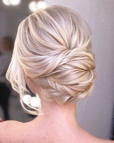 hair updos Blonde Updo Hairstyle Whether you prefer loose or vintage hairstyles, find the elegant wedding updos for long hair for bride or bridesmaid with us. Blonde Updo, Blonde Brunette, Brown Blonde, Long Hair Wedding Styles, Wedding Hair And Makeup, Wedding Hair Blonde, Trendy Wedding, Wedding Hair Updo, Rustic Wedding