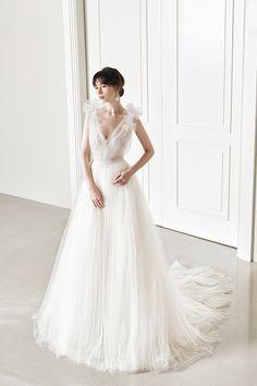 로브드케이 ROBE DE K Lace Wedding, Wedding Dresses, Makeup Tips, One Shoulder Wedding Dress, White Dress, Celebs, Pure Products, Clothes, Minimal