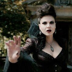 The Evil Queen Regina Regina Mills, Regina Ouat, Regina Queen, Abc Tv Shows, Queen Outfit, Evil Queens, Swan Queen, Outlaw Queen, Colin O'donoghue